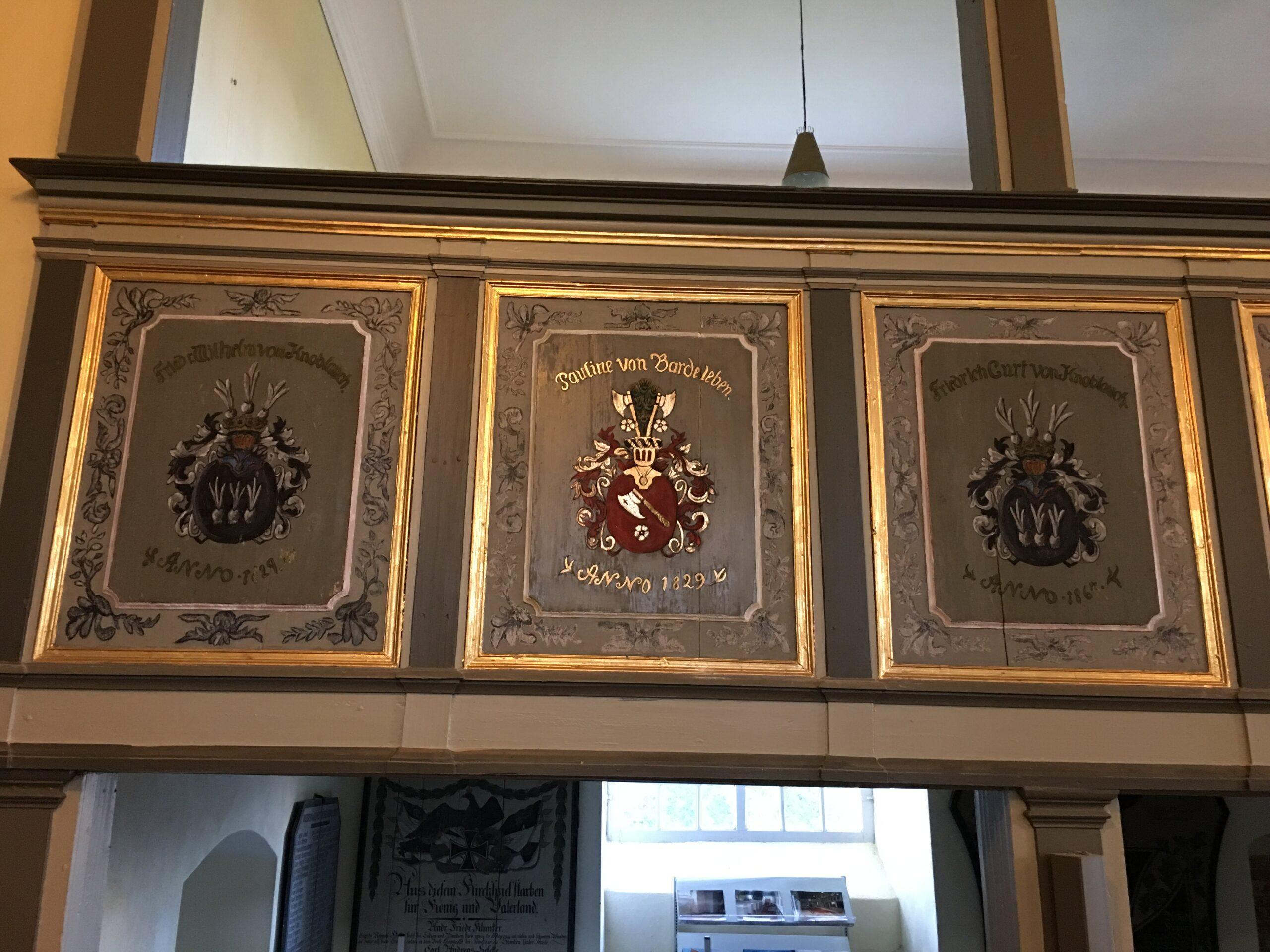 Restaurierung der Wappen